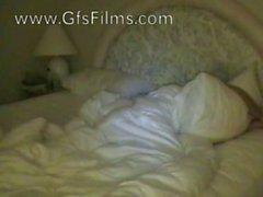 Réveil son petit ami avec une pipe mouillé