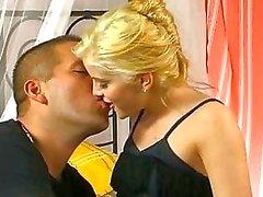 Charmen med jungfruolja pussy
