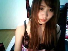 Симпатичная Китайская девочка пирсинг соска на дому загружать с ке солнца