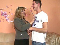 Real зрелой Матери сосут и трахают к мальчикам