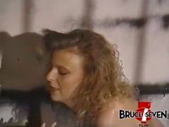 BRUCESEVENFILMS - Jamie Leigh aime les traitements bruts contre lesbo