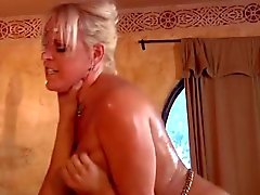 Curvy MILF gets the fuck of her lifetime