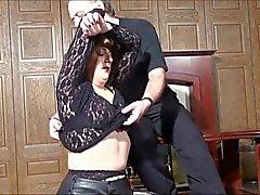 MILF wird Orgasmen zu unter Folter 1 von 2