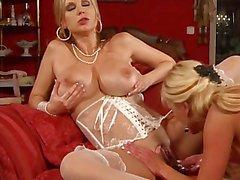 Grande calde Lesbian Milfs w / Tits dei Giganti