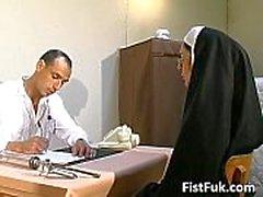 Bu iki kirli doktorlar seksi rahibe şeyler