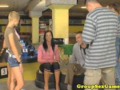 Zara de Cruz Larissa Dee ile bj oyun oynar