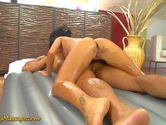 massaggio Nuru scivoloso con Gina Devine