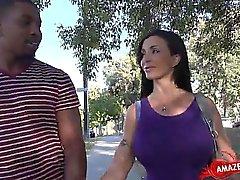 Vollbusige Amateur Sperma auf behaarte Pussy
