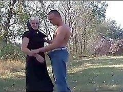 Weiß Grandma reist zum Juni