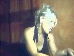 Nina, milf blond en cam