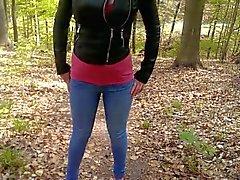 Bourrique pisse son jean d'une forêt