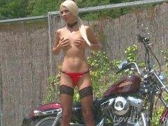Dazzling bitch reveals her amazingly hot body