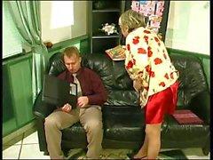 Geile russische Omi fickt mit jungem Bengel