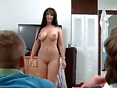 Two young bisexuelle Mädchen getblowjob dick