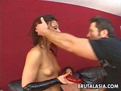 Annientare la cagna brunette un video Doppia Penetrazione Posizioni