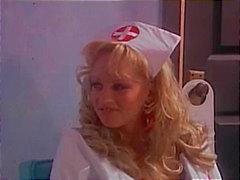 L'infirmière blonde de la pratique le bon sexe