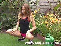 Fisting in Flowers - girlslikepussies