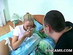 Typen Arzneimittel Mädchens um einen Blowjob zu bekommen