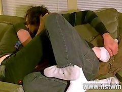 Caliente homosexual Tristán se ha aparentemente del amor con los pies de desde un primer