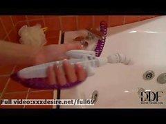 Cayenne Klein _ Amateur blonde masturbating with water in the bath