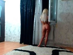 Blondes strip-tease et masturbation en solo