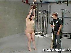 Asiatique salope obtenir fessé cul et elle crie
