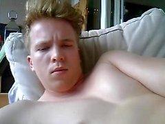 Menino alemão bonito Cums em sua cara & Dedo seu burro grande demasiado