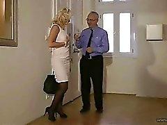 Gustaf hallickar en titt hustrun !