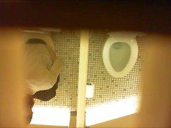 Salle de bain espion 2