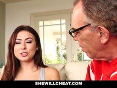 SheWillCheat Cuckold Hubby Relógios Hot esposa Foda BBC