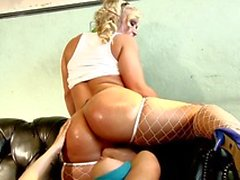 Horny lesbian babes finger and lick on the couch