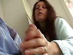 Britse vrouw geeft Sensuele Wank en zuigen Om Hubby !