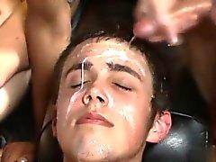 Seksivideoita paskan suoraan tanakka miehiä Cumming Going Syvällä Brendan