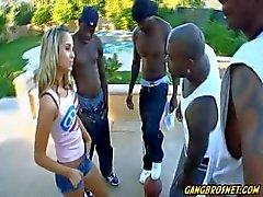 Imagine ter sua gangue filha bateu por uma equipe de basquete inteiro!