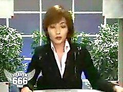 Männer schießen auf der japanischen Newscaster