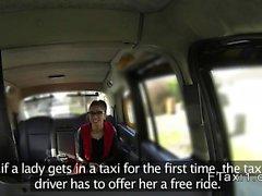 Spanish amateur sahte bir taksi ile anal yapan