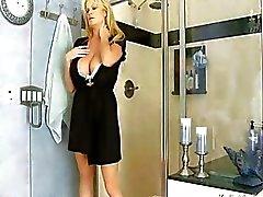Forte poitrine Kelly Madison Avoir chaude Sudsy sexe dans la douche