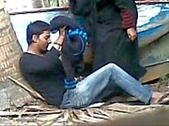 Desi couple caught fucking outdoor