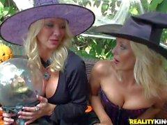 Blondes à Excitée Aquarium populaire et la de Jana jouer dur
