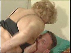 Fat büyükanne çivilenmiş alır
