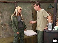Briana Blair pega sua buceta penetrada