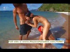 Мария Озава невиновные достаточно Китая Бритые парни на пляже
