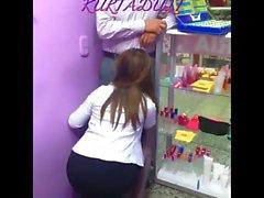 Parfumeri Dukkaninda Sakso