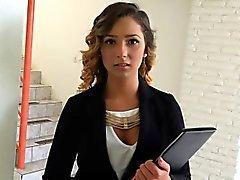 adolescenti agente immobiliare a una vagina irsina scopata da un al potenziale cliente