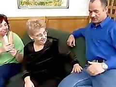Büyükanne üfleme tutar