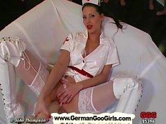 L'infirmière Viktoria connaît le chemin à soulager tous ceux bite