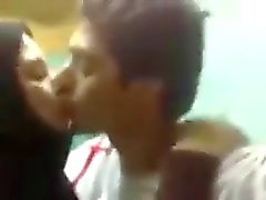 aRAB COUPLE HOT KISSING