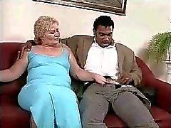 Mollige Frauen Blondine reife bekommen von schwarzen Dick durchgefickt
