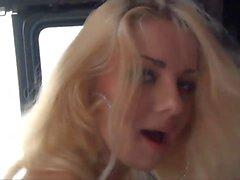 White Trash Bionda Slut scopata da due BBC In Van