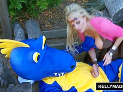 KELLY MADISON - Comment To Blow Your Dragon